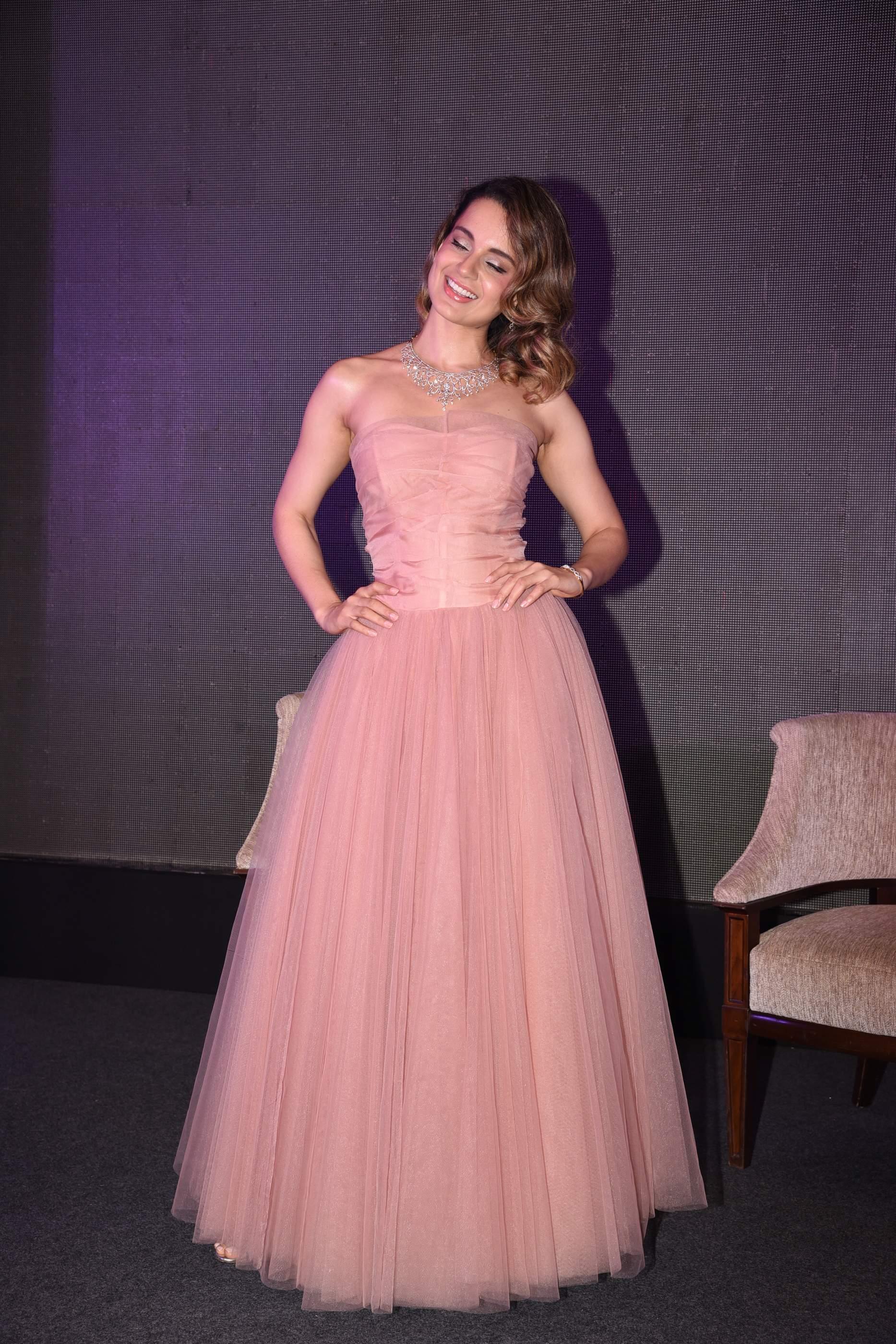 Kangana Ranaut Beautiful Kangana Ranaut Dazzles In Stunning Outfit | Nakshatra Kangana Nakshatra 26