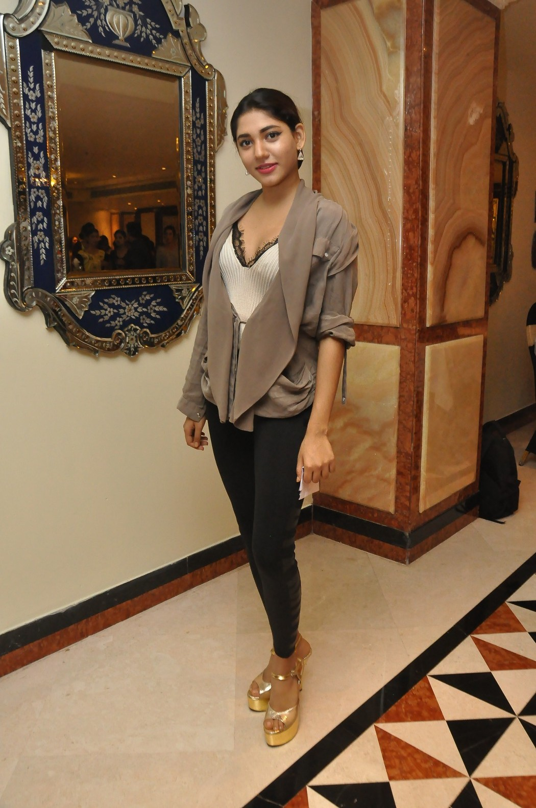Love For Handloom Celebs and Models Dazzle In Elegant Outfit   Love For Handloom Praneetha Love For Handloom 10