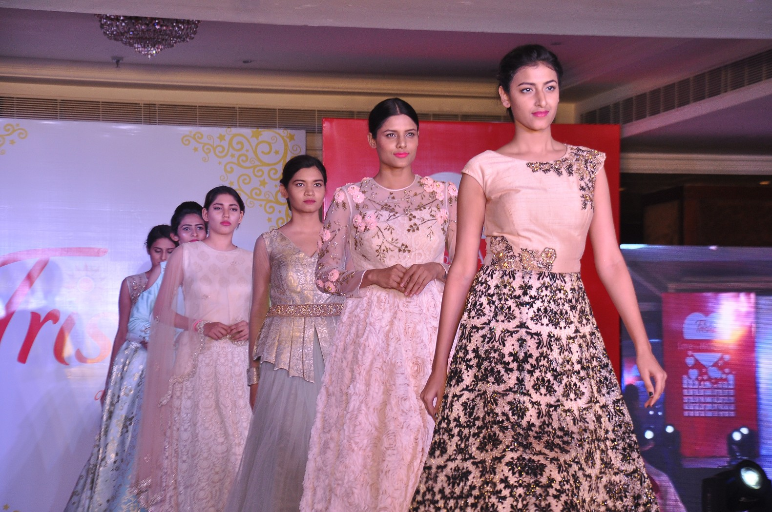 Celebs and Models Dazzle In Elegant Outfit   Love For Handloom Love For Handloom Celebs and Models Dazzle In Elegant Outfit   Love For Handloom Praneetha Love For Handloom 186